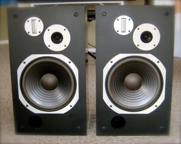 572443-pioneer_hpm500_vintage_speakers